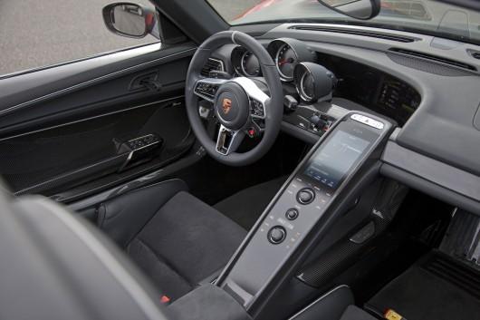 Porsche 918 cockpit