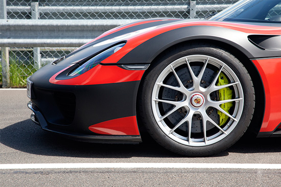 Porsche 918  20 inch front wheels with 265/35 ZR 20 tires